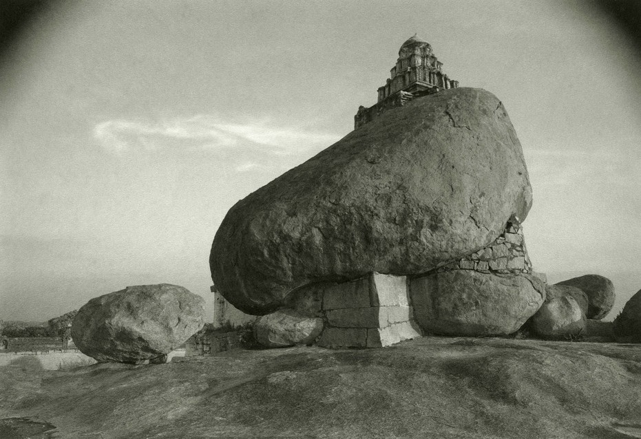 kenro-izu-india-sacred-within-vijayanagar-15